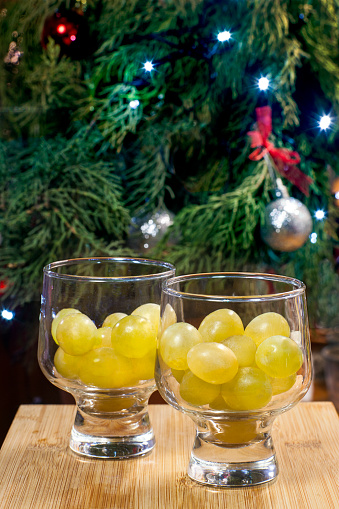 festive food for the New Year「Traditional twelve grapes to celebrate New Year」:スマホ壁紙(11)