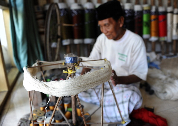 Tradition「Traditional Sarong Weavers See Huge Rise In Demand Over Ramadan Period」:写真・画像(8)[壁紙.com]