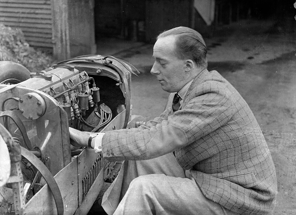 Repair Shop「Charles Mortimer working on the engine of a MG KN Special, c1930s」:写真・画像(7)[壁紙.com]
