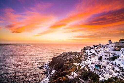 サントリーニ島「クラウドの類型、サントリーニ島で驚くほどカラフルな夕焼け空」:スマホ壁紙(4)