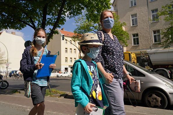 People「The Coronavirus Crisis In Germany: Week 8」:写真・画像(4)[壁紙.com]