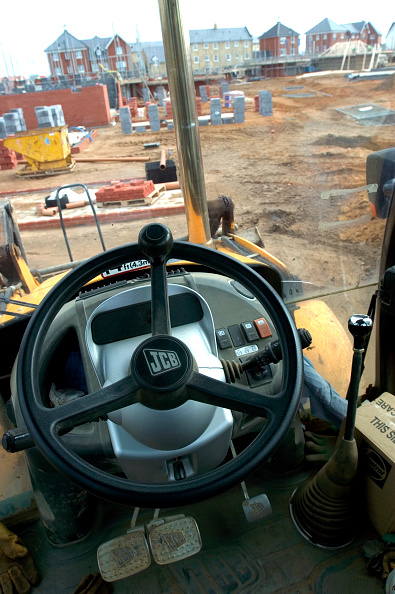 Earth Mover「Driver's view from the cock pit of JCB excavator on a building site」:写真・画像(14)[壁紙.com]