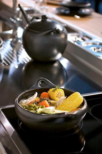 Preparing Food「Cooking in casserole」:スマホ壁紙(1)