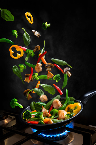 Broccoli「Flying Chicken and Vegetable Stir fry, into a frying pan」:スマホ壁紙(9)