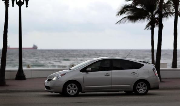運転手「Toyota Announces Prius Recall Due To Brake Issue」:写真・画像(1)[壁紙.com]