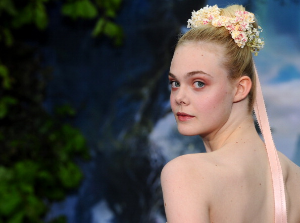 "Elle Fanning「""Maleficent"" Costume And Props Private Reception - Red Carpet Arrivals」:写真・画像(7)[壁紙.com]"
