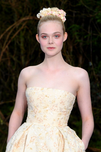 "Elle Fanning「""Maleficent"" Costume And Props Private Reception - Red Carpet Arrivals」:写真・画像(6)[壁紙.com]"