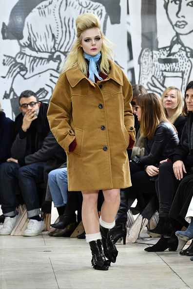 Elle Fanning「Miu Miu : Runway - Paris Fashion Week Womenswear Fall/Winter 2018/2019」:写真・画像(6)[壁紙.com]