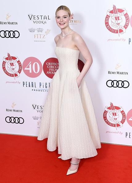 Elle Fanning「London Critics' Circle Film Awards 2020 - Red Carpet Arrivals」:写真・画像(16)[壁紙.com]