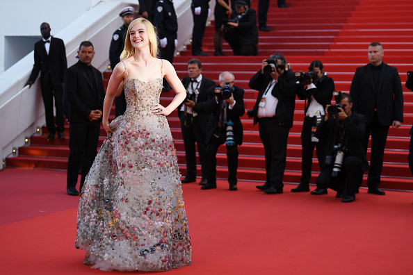 Elle Fanning「70th Anniversary Red Carpet Arrivals - The 70th Annual Cannes Film Festival」:写真・画像(8)[壁紙.com]