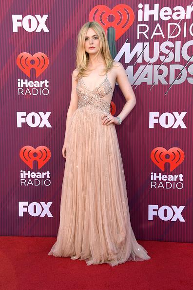 Maxi Dress「2019 iHeartRadio Music Awards - Arrivals」:写真・画像(14)[壁紙.com]