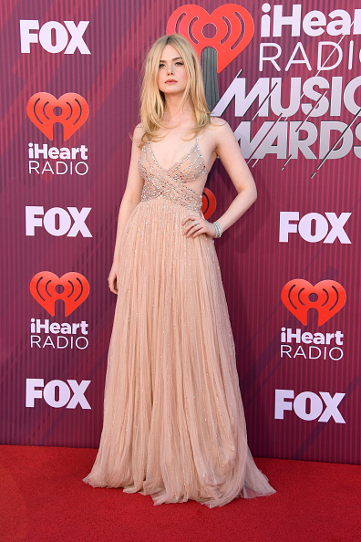 Elle Fanning「2019 iHeartRadio Music Awards - Arrivals」:写真・画像(9)[壁紙.com]