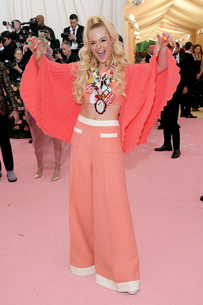 Elle Fanning「The 2019 Met Gala Celebrating Camp: Notes on Fashion - Arrivals」:写真・画像(12)[壁紙.com]