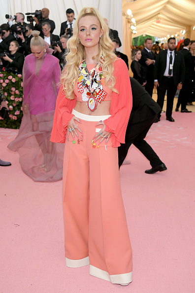 Elle Fanning「The 2019 Met Gala Celebrating Camp: Notes on Fashion - Arrivals」:写真・画像(13)[壁紙.com]