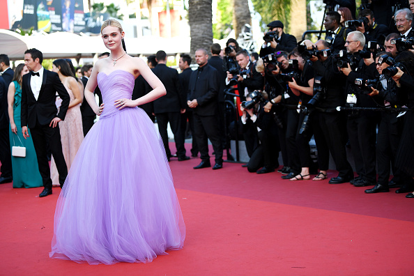 "Elle Fanning「""The Beguiled"" Red Carpet Arrivals - The 70th Annual Cannes Film Festival」:写真・画像(19)[壁紙.com]"