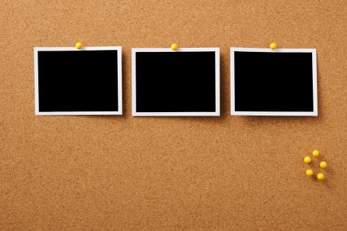 Instant Print Transfer「Three blank Polaroid pinned on cork board with yellow thumbtack」:スマホ壁紙(19)