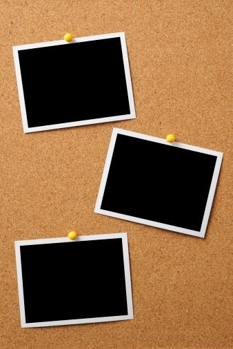 Photography Themes「Three blank photos pinned on cork board」:スマホ壁紙(2)