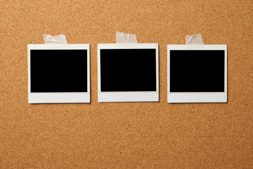 Instant Print Transfer「Three blank Polaroid attached on cork board with copy space」:スマホ壁紙(6)