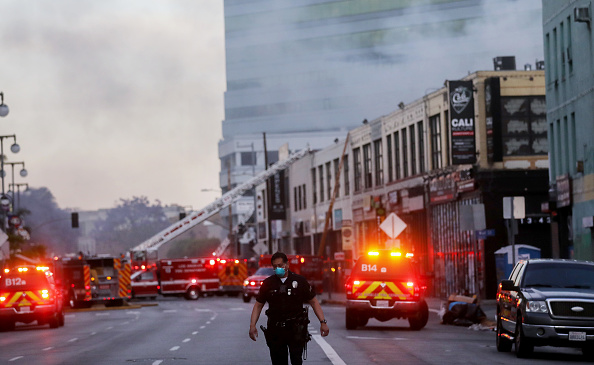 Exploding「Downtown L.A. Explosion Hurts 11 Firefighters」:写真・画像(10)[壁紙.com]