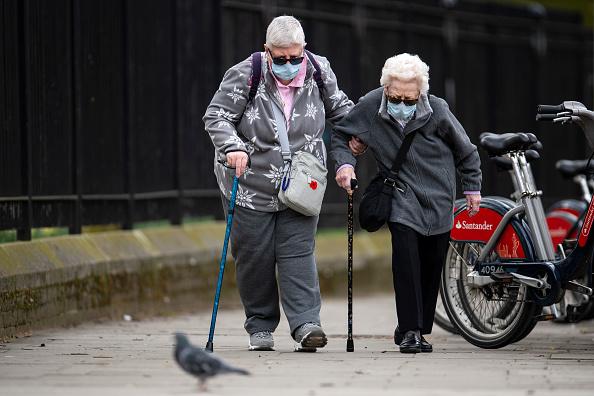 Senior Adult「UK On Lockdown Due To Coronavirus Pandemic」:写真・画像(17)[壁紙.com]