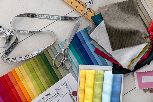 Mill「Fabric swatches and tailoring tools on the table of a textile shop」:スマホ壁紙(19)