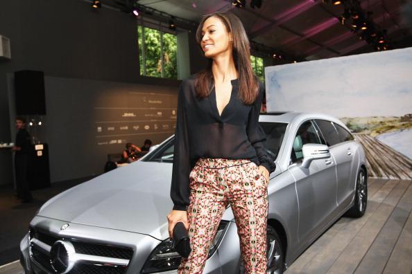 Three Quarter Length「Joan Smalls And Mario Testino At Mercedes-Benz Fashion Week Spring/Summer 2013」:写真・画像(13)[壁紙.com]