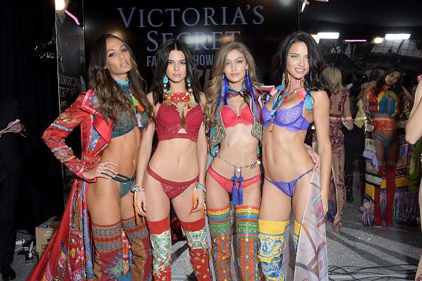 Fashion show「2016 Victoria's Secret Fashion Show in Paris - Backstage」:写真・画像(4)[壁紙.com]