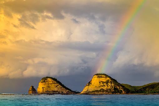 虹「Rainbow above an ocean.」:スマホ壁紙(11)