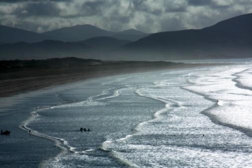 Unrecognizable Person「Inch Beach, Dingle Peninsula, County Kerry, Ireland」:スマホ壁紙(19)