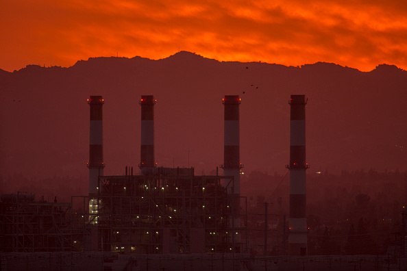 Carbon Dioxide「NOAA Report Shows Carbon Dioxide Levels In Atmosphere Reached Record High Last Year」:写真・画像(1)[壁紙.com]