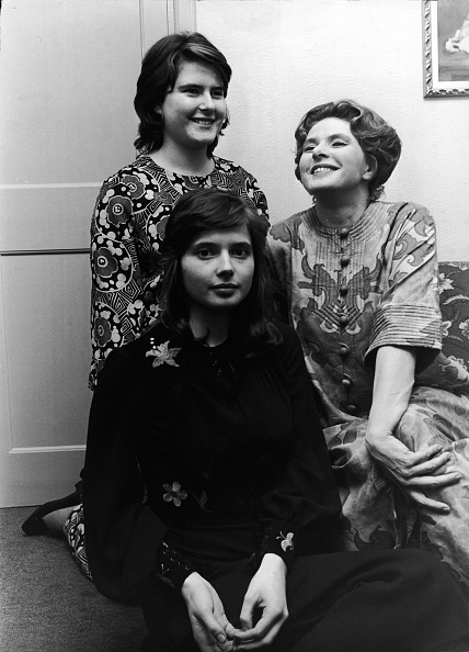 Ingrid Rossellini「Ingrid Bergman & Twin Daughters」:写真・画像(4)[壁紙.com]