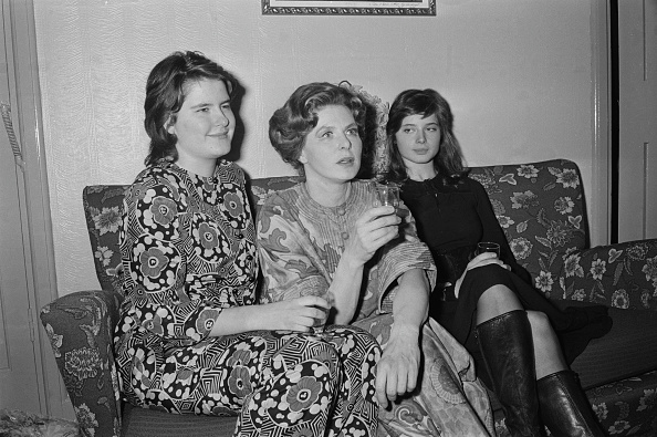 Ingrid Rossellini「Ingrid Bergman And Daughters」:写真・画像(5)[壁紙.com]