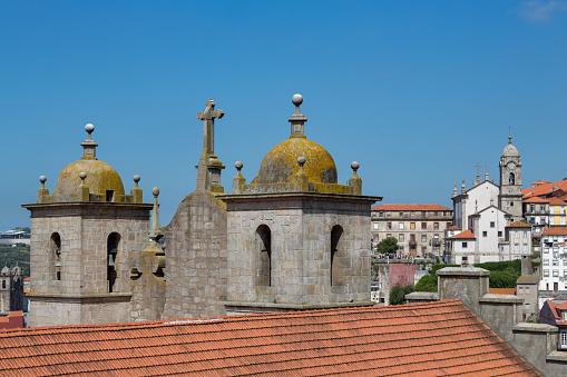 海外旅行「Igreja dos Grilos church in the Ribera riverside area of Porto」:スマホ壁紙(19)