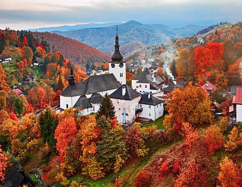 Cloister「Autumn landscape of Spania Dolina, Slovakia」:スマホ壁紙(5)