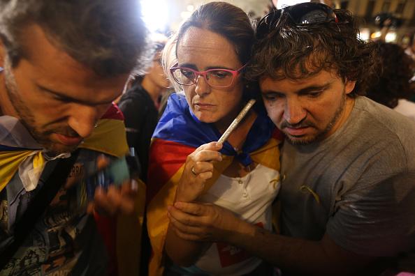 Wireless Technology「Demonstrators Protest Spanish Move To Suspend Catalan Autonomy」:写真・画像(11)[壁紙.com]