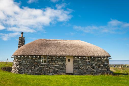 Croft「Scotland traditional thatched croft cottage on Hebrides」:スマホ壁紙(8)