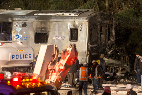 Transportation Event「Metro North Commuter Train Collides With Two Vehicles At Least Killing 6」:写真・画像(15)[壁紙.com]