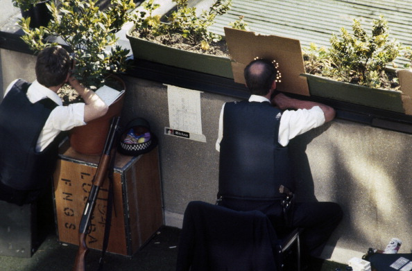 Yvonne Fletcher「Met Marksmen」:写真・画像(0)[壁紙.com]