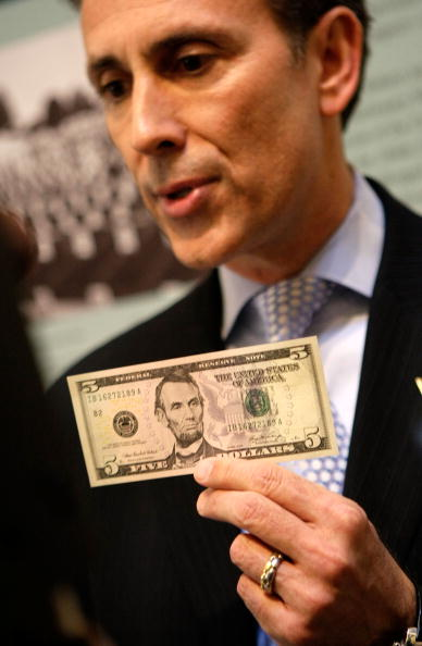 Finance「First Redesigned Five-Dollar Bill Goes Into Circulation」:写真・画像(17)[壁紙.com]