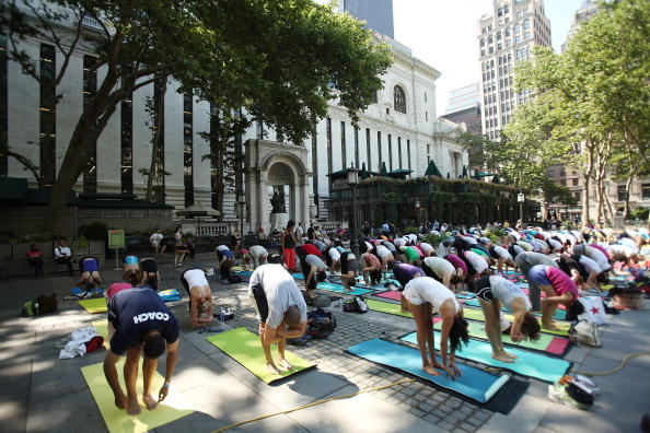 Bryant Park「Amid An Unseasonably Rainy Summer, Warm Weather Draws New Yorkers To Parks」:写真・画像(3)[壁紙.com]