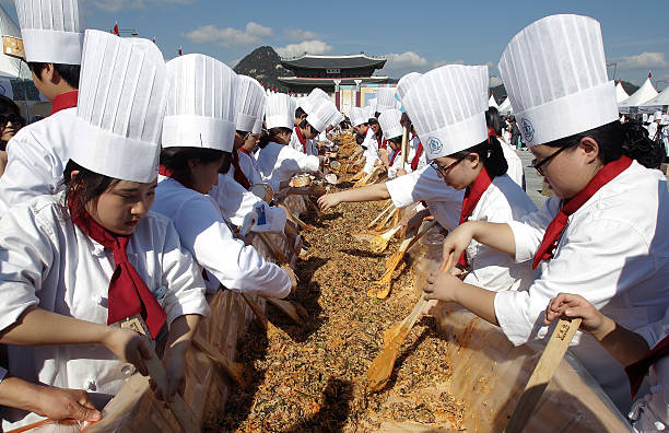 South Koreans Cook Bibimbap for More Than Ten Thousand People To Promote Korean Food Day in Seoul:ニュース(壁紙.com)