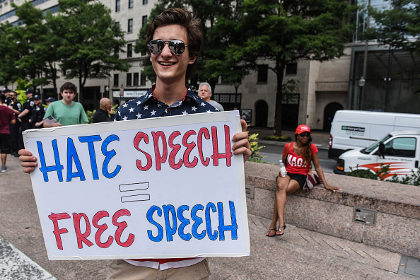 "Protestor「Alt-Right Groups Hold ""Demand Free Speech"" Rally At Freedom Plaza In Washington」:写真・画像(4)[壁紙.com]"