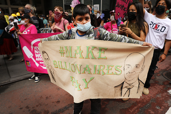 Wealth「Activists March In Manhattan Calling For A Tax On Billionaires」:写真・画像(4)[壁紙.com]