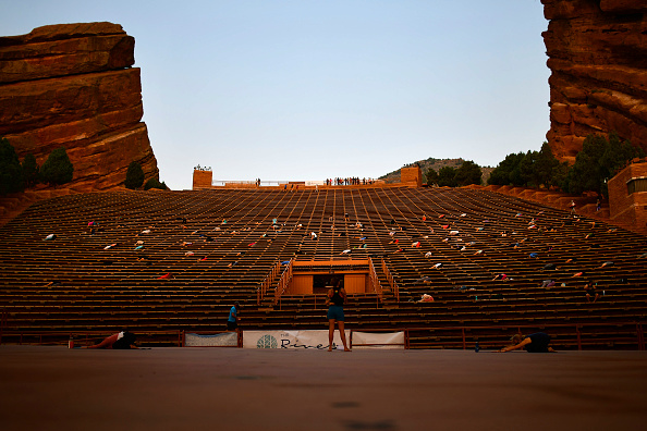 Bestpix「Colorado's Famed Red Rocks Amphitheatre Hosts Social Distanced Yoga And Drive-In Movies」:写真・画像(19)[壁紙.com]
