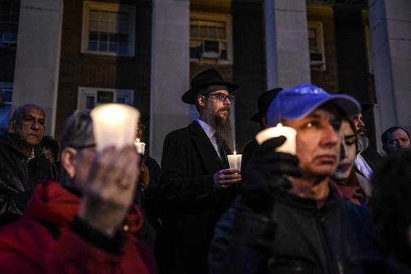 Memorial Vigil「New Yorkers Hold Vigil In Memory Of Victims Of Pittsburgh Synagogue Mass Shooting」:写真・画像(19)[壁紙.com]