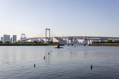 Japan「Rainbow Bridge Crossing Northern Tokyo Bay between Shibaura Pier and Odaiba Seaside Park」:スマホ壁紙(1)