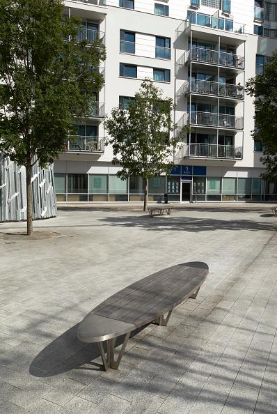Bench「Landscaping surrounding Tabard Square, award winning mixed use development designed by Rolfe Judd Architects, near London Bridge, South London, UK」:写真・画像(14)[壁紙.com]