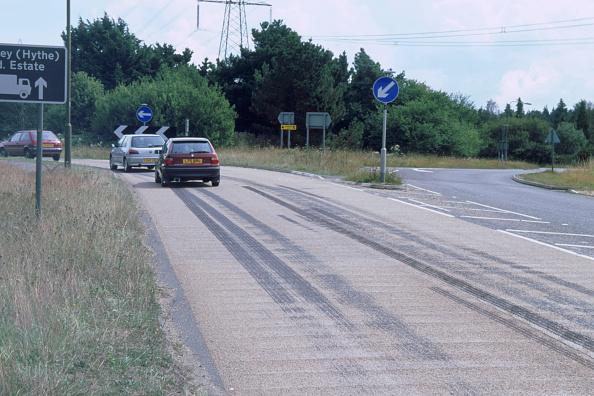 Journey「Tyre skidmarks on road surface」:写真・画像(16)[壁紙.com]