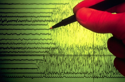 Geologist「Seismograph Showing Earthquake Activity」:スマホ壁紙(2)