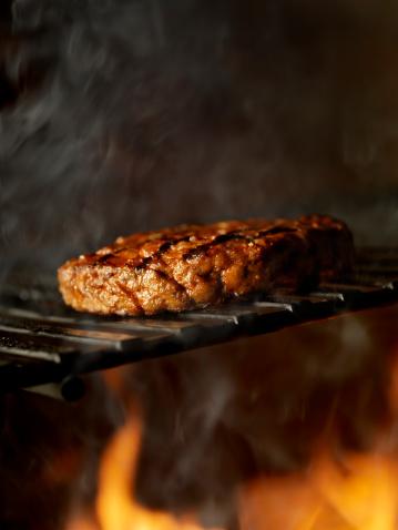 Barbecue Grill「BBQ Hamburger on the Grill」:スマホ壁紙(6)